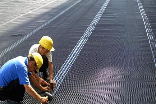 铁路隧道排水板的施工方法